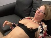 Housewife in private homevideo